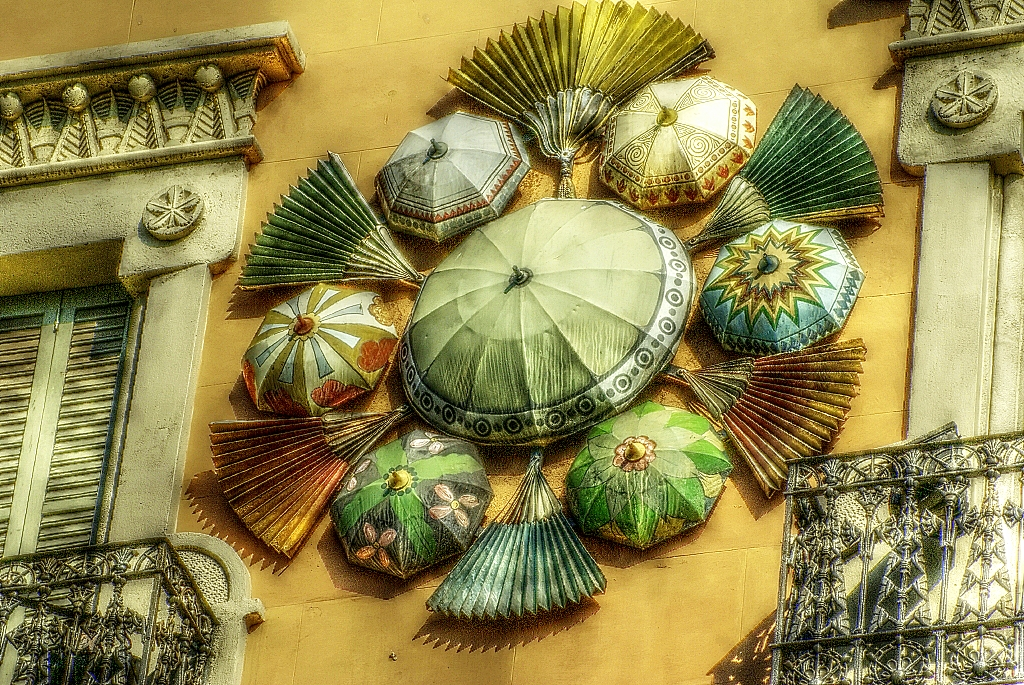 umbrellas-wall